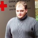 Jan Bernhardt ist seit Sommer des letzten Jahres im Ortsverein Dorsten im DRK-Kreisverband Recklinghausen aktiv, möchte die Gruppenarbeit im Jugendrotkreuz unterstützen und im Laufe dieses Jahres an einem JRK-Gruppenleiterlehrgang teilnehmen.
