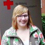 """Lisa Melcher ist Sanitätshelferin im DRK-Kreisverband Lippstadt-Hellweg und steht dem Jugendrotkreuz als """"Hilfsgruppenleiterin"""" der Kindergruppe zur Verfügung."""