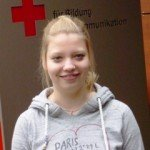 """Stephanie Scheffler ist seit 5 Jahren im Jugendrotkreuz und in der Rotkreuzgemeinschaft des Kreisverbandes Lippstadt-Hellweg als Rettungssanitäterin eingesetzt und engagiert sich als """"Hilfsgruppenleiterin"""" der Jugendgruppe."""